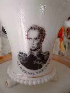 Kop en schotel van Brussels porselein met portret van Prins Frederik waarschijnlijk ca 1829 toen hij benoemd werd tot admiraal.