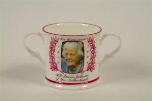 Beker gemaakt in Engeland Koningin Juliana in Memoriam 2004.