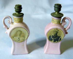 twee Boldoot parfumflesjes t.g.v het huwelijk van Koningin Wilhelmina en Prins hendrik 1901