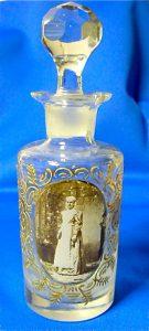 Kristallen Boldoot fles uit 1892 met Wilhelmina in Friese klederdracht