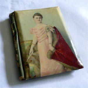 Balboekje met Wilhelmina afgebeeld in een roze jurk.
